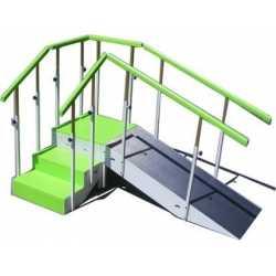 Escalera con rampa metálica tres escalones con pasamanos regulable en altura completa