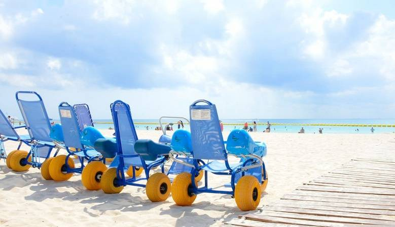 Sillas anfibias, sillas marinas, andadores para playa, muletas anfibias.
